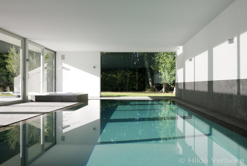 Binnenzwembad priv zwembad zwembad overloopzwembad for Binnenzwembad bouwen