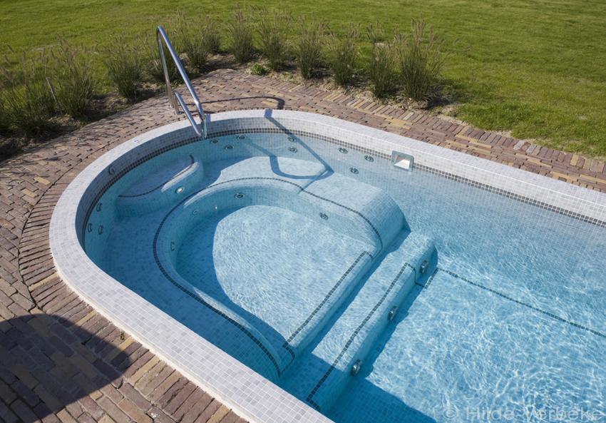 Bouwkundige swimspa exclusieve zwemspa in beton bekleed met moza ek - Bekleed beton ...