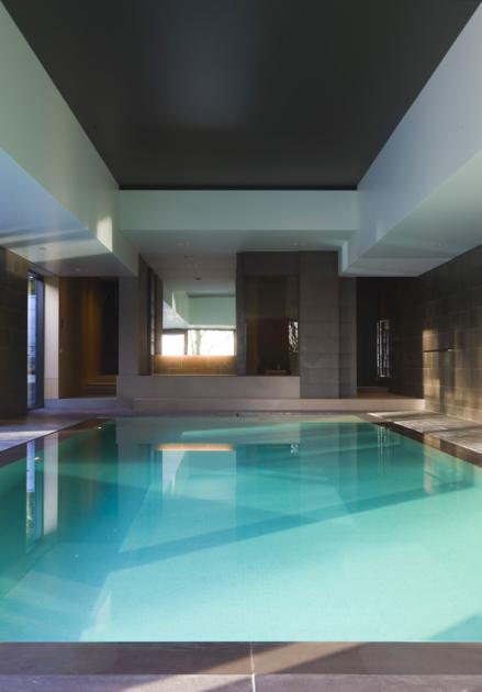 Sauna met zicht op binnenzwembad de mooiste zwembaden - Zwarte pool liner ...