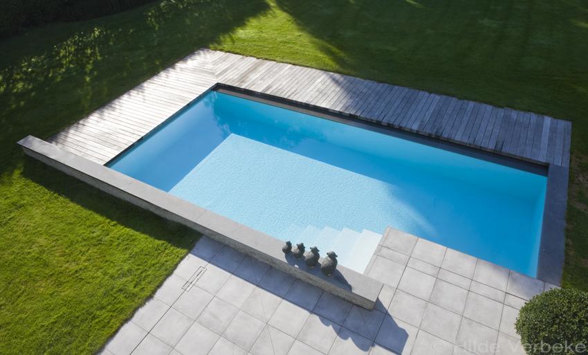 Privé zwembad met houten terras u de mooiste zwembaden