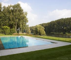 Overloopzwembad aanleggen liner zwembad met zicht op de leie de mooiste zwembaden - Zwarte pool liner ...