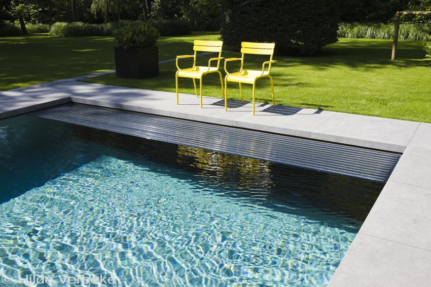 buitenzwembad betonnen zwembad met poolhouse in