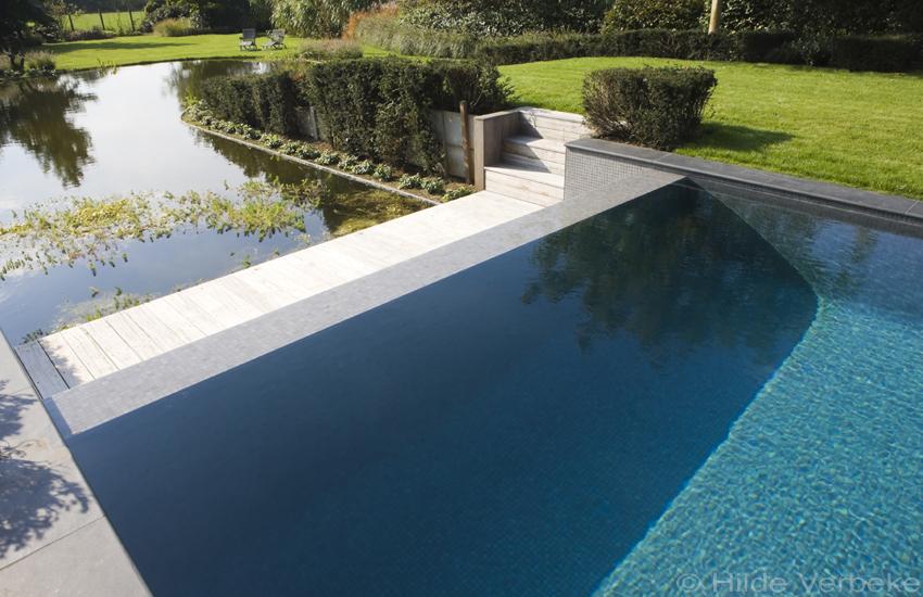 Betonnen zwembad zwembad moza ek baden overloopbad zwembaden buitenzwembad de mooiste - Mozaiek blauwe bad ...