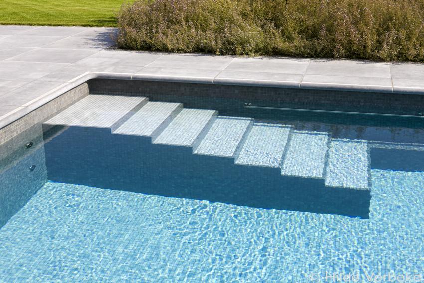 Buitenzwembad betonnen zwembad de mooiste zwembaden for Kostprijs zwembad aanleggen