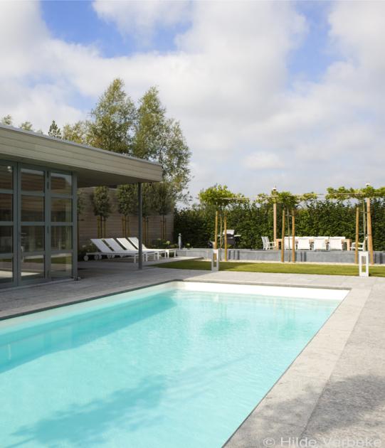 Voorgevormd zwembad buitenzwembad de mooiste zwembaden for Zwembad houtlook