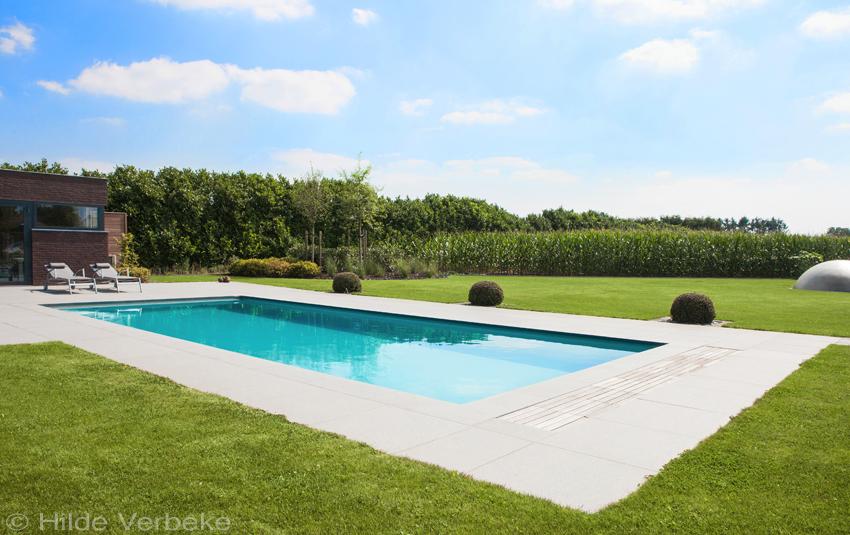 Voorgevormd Zwembad In Prachtige Grote Tuin Buitenzwembad Met Ronde