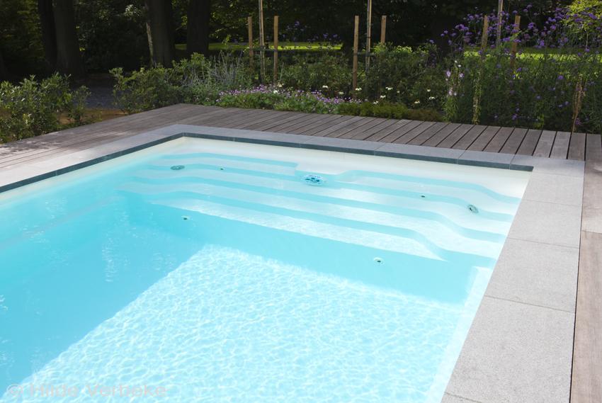 Zwembad met jetstream buitenzwembad met houten terras de mooiste zwembaden - Terras met zwembad ...