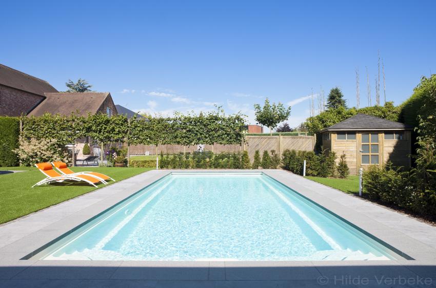 Mooi voorgevormd zwembad in stadstuin kostprijs zwembad for Kostprijs polyester zwembad