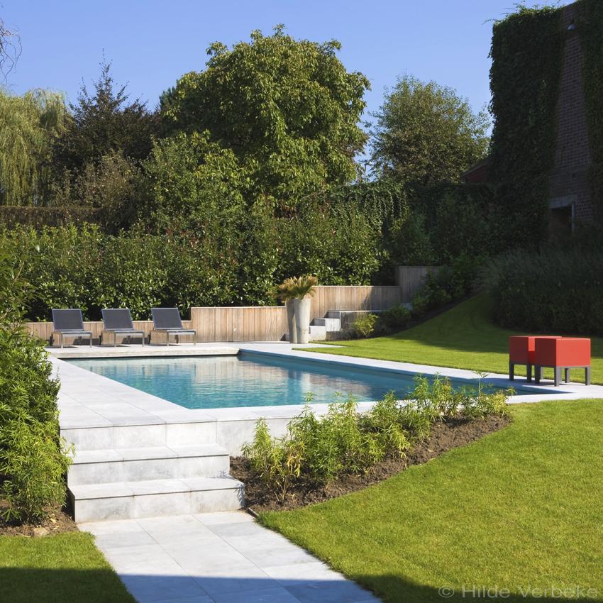 Buitenzwembad in tuin met hoogteverschillen bouwkundig for Tuin met zwembad
