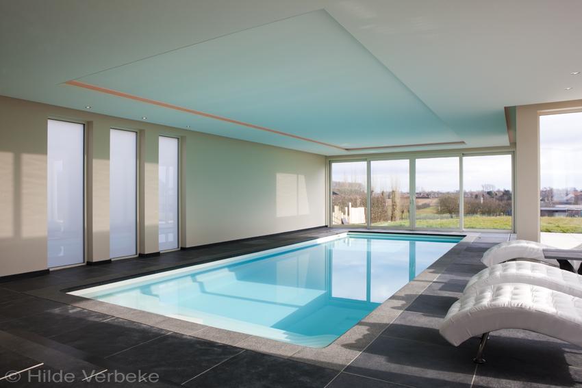Starline binnenzwembad met rgb gestuurde led verlichting in het