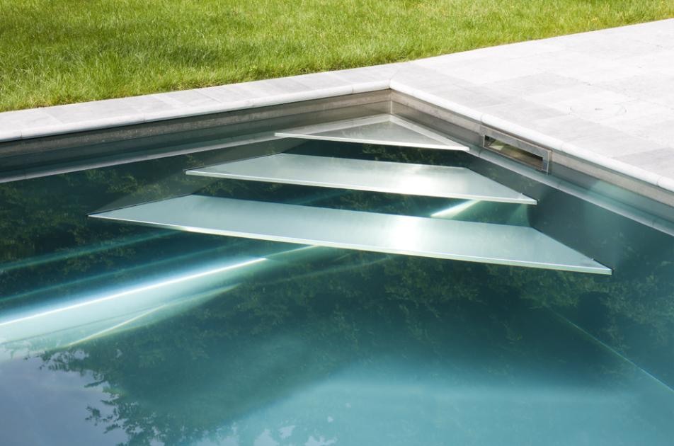 Design inox buitenzwembad met exclusieve afwerking for Zwembad desing