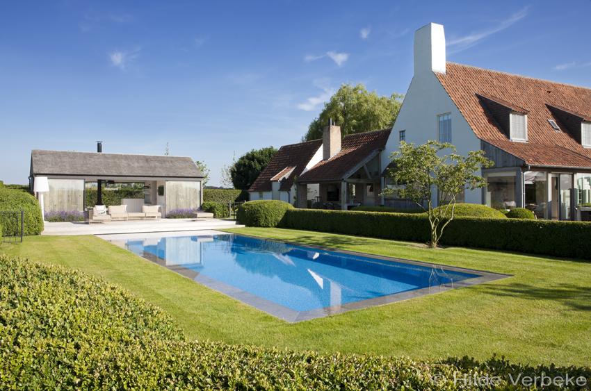 Droom moza ek buitenzwembad met moderne poolhouse met prachtig terras in padoek - Terras van droom ...