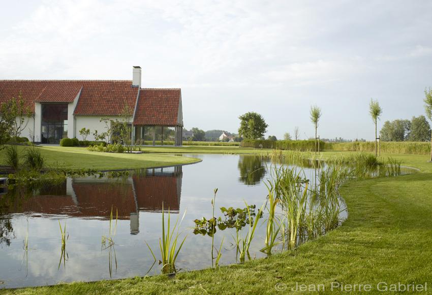 Prachtige zwemvijver in de polders zwemvijver aanleggen for Kostprijs zwemvijver aanleggen