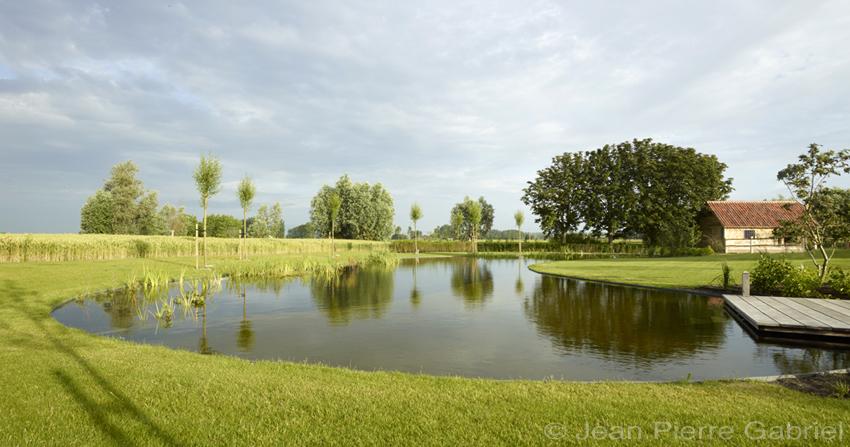 Prachtige zwemvijver in de polders zwemvijver aanleggen for Kostprijs zwembad aanleggen
