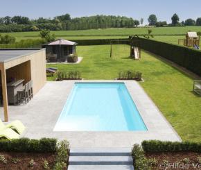 Zwembad met jetstream buitenzwembad met houten terras for Kostprijs zwembad aanleggen
