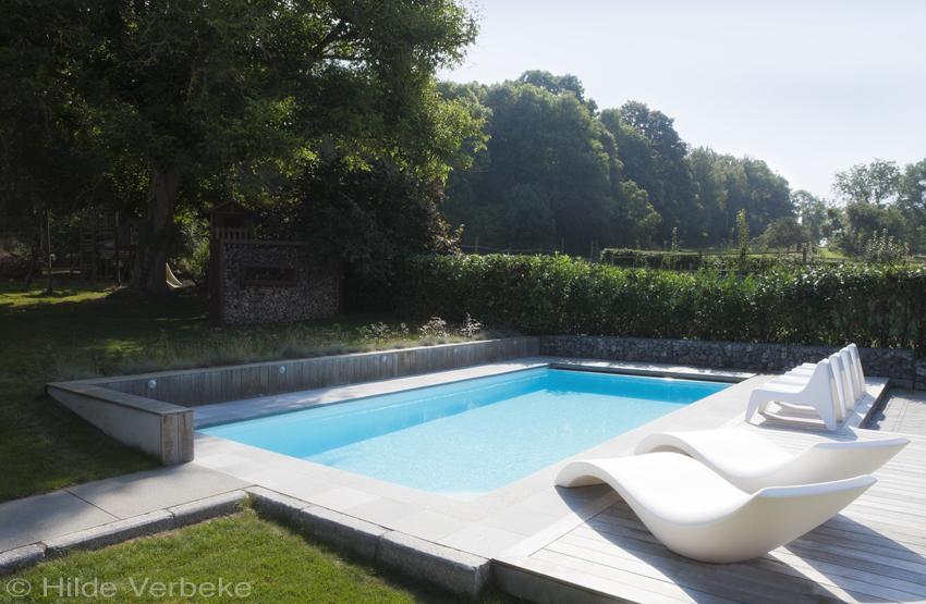 Monobloc zwembad in charmante tuin in de ardennen for Afmetingen zwembad tuin