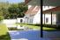 Minimalistische zwemvijver voorzien van 2 spiegelvijvers aangelegd door Cools bvba