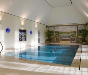 Luxe overloop zwembad met borrelplaat en strakke poolhouse de mooiste zwembaden - Witte pool liner ...