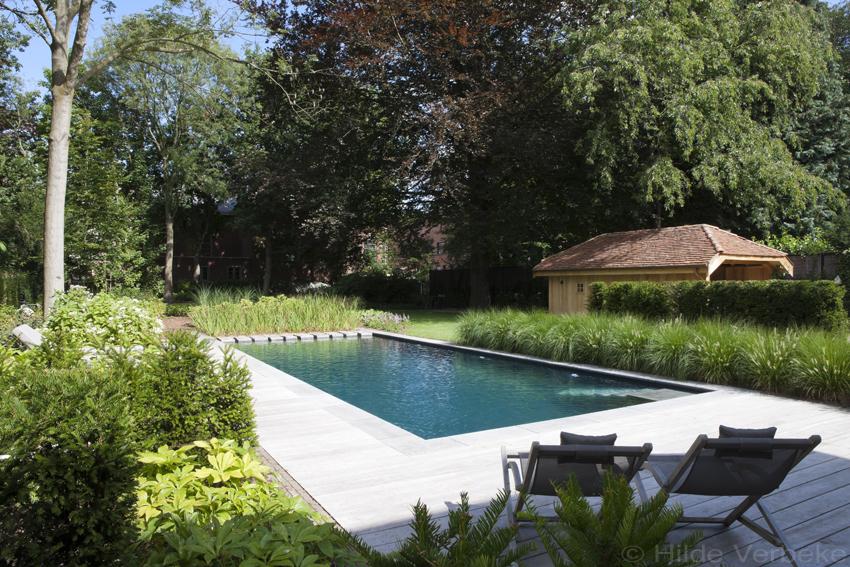 biologisch zwembad met terras in padoek bij authentieke