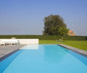 Modern overloop zwembad aanleggen, betonnen luxe buitenzwembad