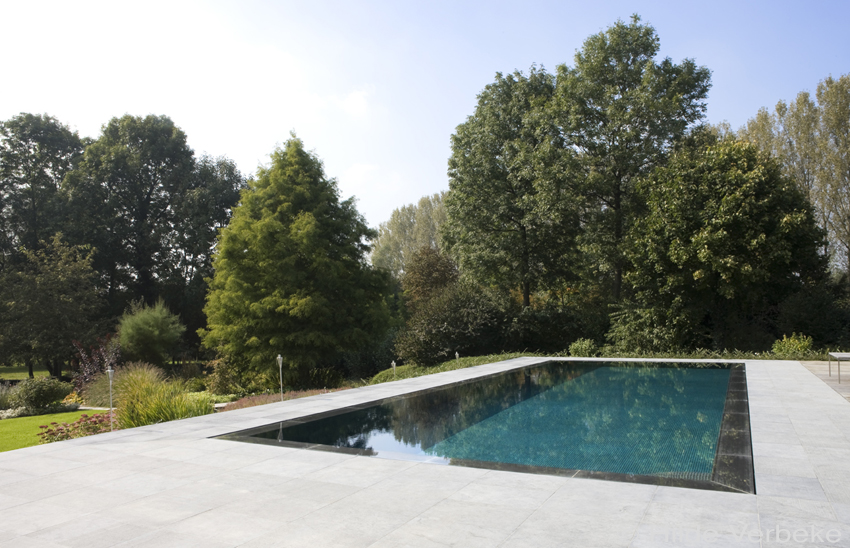 Tuin Renoveren Kosten : Een luxezwembad aangelegd in uw tuin wat kost dat prijs zwembad