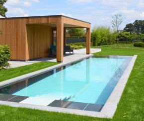 Hybride zwembad aanleggen, buitenzwembad met zwevende trap