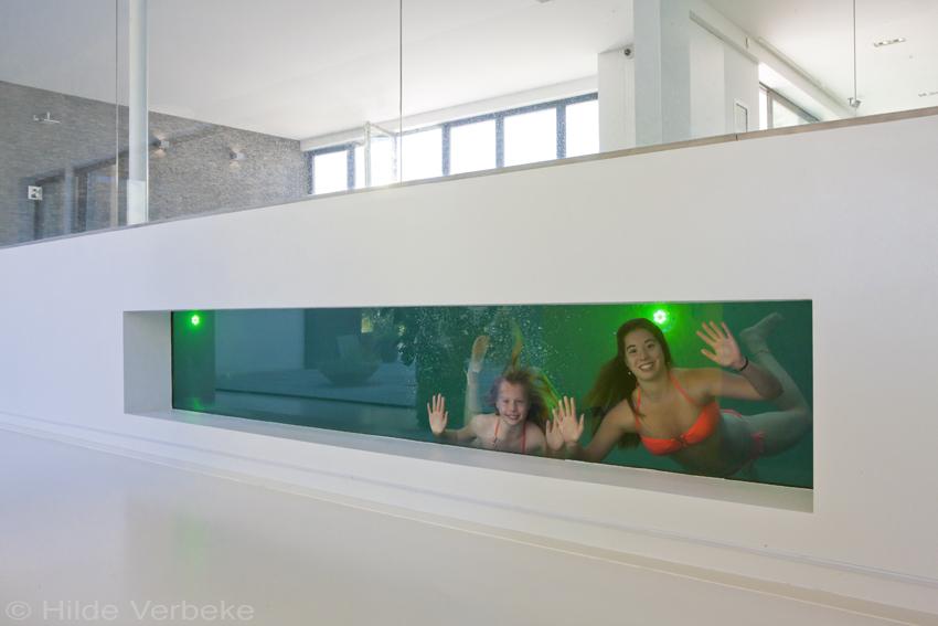 Binnenzwembad met onderwater window exclusief betonnen for Binnen zwembaden