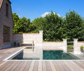 overloopzwembad met infini bekleed met mozaïek met parelmoereffect