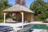 houten poolhouse met outdoor design meubilair, lounge ruimte in je poolhouse