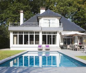 onderloopzwembad in polypropyleen aangelegd door Ideal Pool