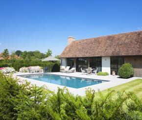 Super groot skimmer zwembad bekleed met witte mozaiek de mooiste zwembaden - Witte pool liner ...