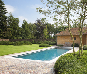 Luxe overloopzwembad volledig in zichtbeton voorzien van led onderwaterverlichting de mooiste - Witte pool liner ...