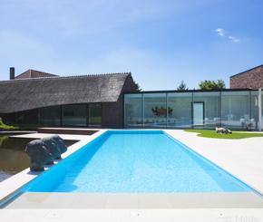 betonnen skimmer zwembad bekleed met folie aanleggen