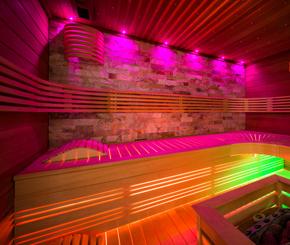 sauna met sterrenhemel en LED verlichting