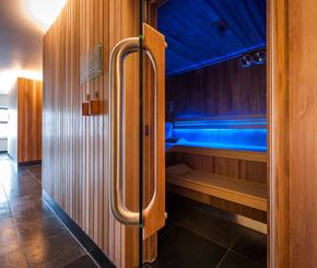 traditonele sauna met LED sfeerverlichting