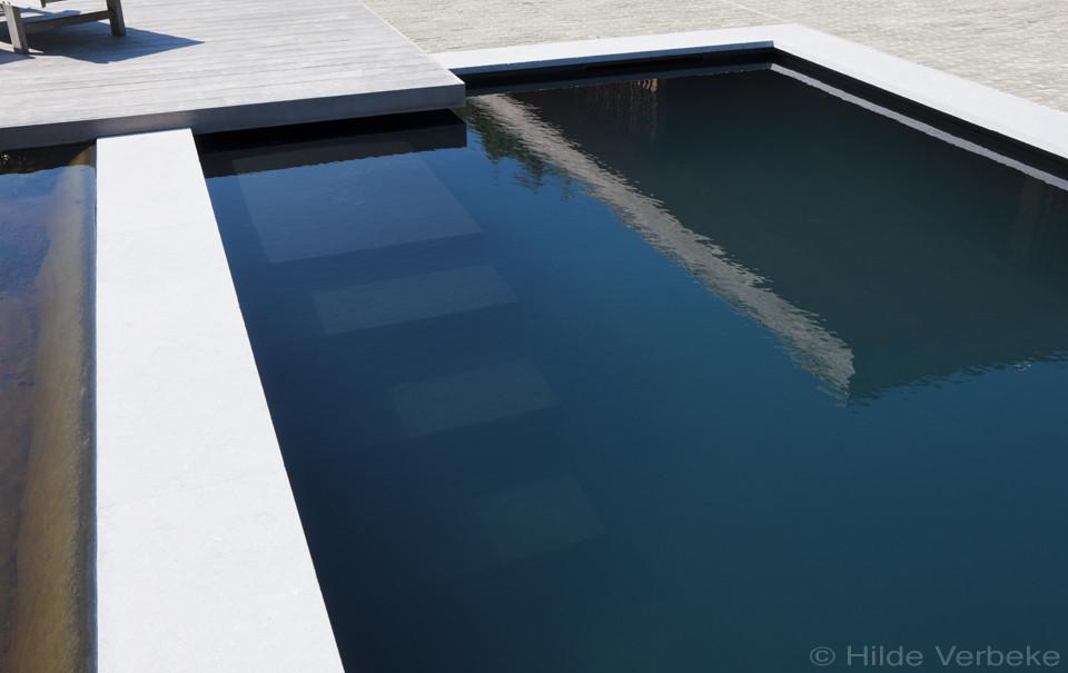 Strak monoblock zwembad uit polypropyleen met verlengd for Monoblock zwembad