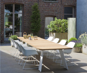 Pontsūn table with Captain's chairs by Extremis