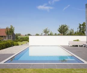 Aanleg betonnen zwembad met springplank luxe zwembad bekleed met moza ek - Witte pool liner ...