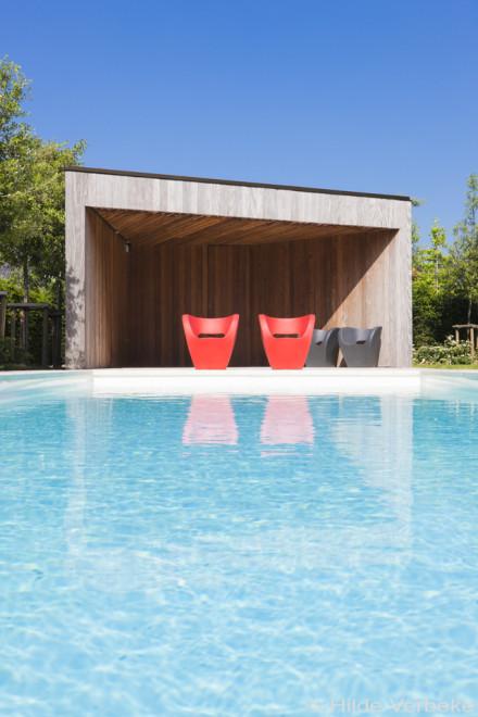 Prachtig wit starline zwembad met houten poolhouse de for Zwembad houtlook