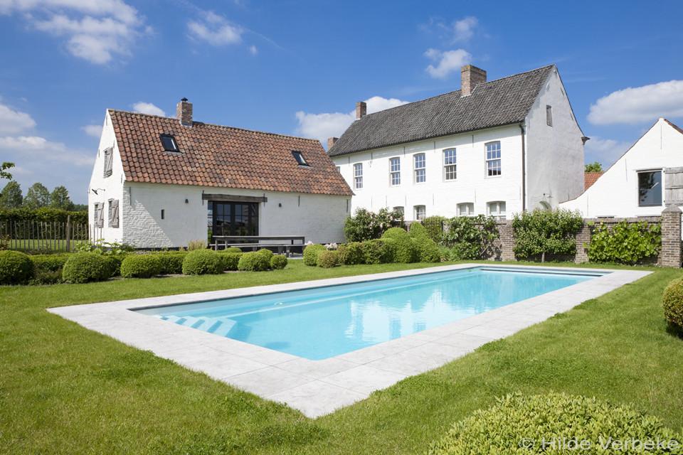 Starline monoblock zwembad met hoektrap in landelijke tuin for Monoblock zwembad