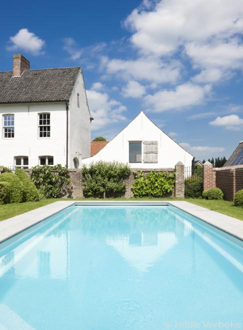 Starline monoblock zwembad met hoektrap in landelijke tuin for Zwembad houtlook