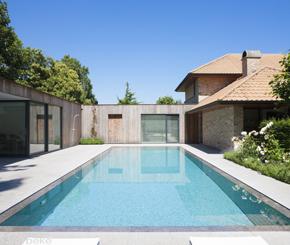 overloopzwembad aangelegd door Bob Monteyne, zwembadbouwer uit West-Vlaanderen
