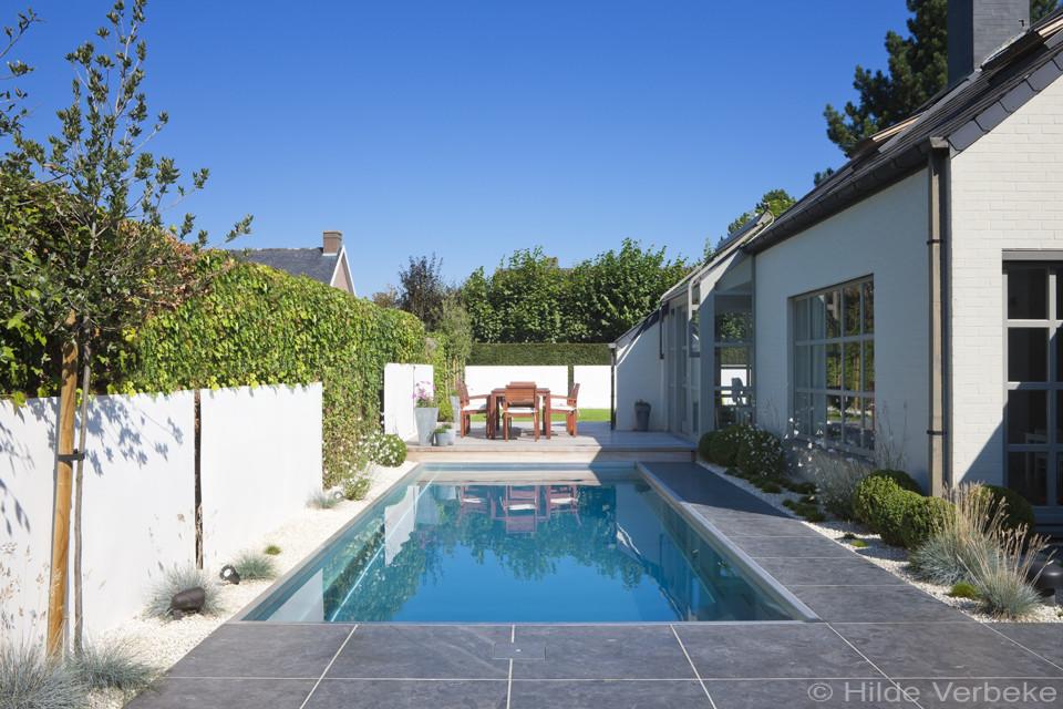 Inox zwembad aanleggen in kleine tuin met lounge ruimte for Zwembad achtertuin