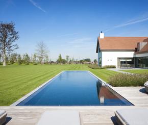 Exclusief overloop zwembad bekleed met tegels uit natuursteen luxe zwembad aanleggen de - Zwarte pool liner ...