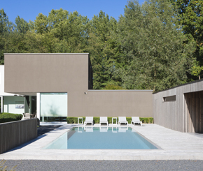 Niveko polypropyleen overloop zwembad voorzien van  plage aangelegd door Ideal Pool.