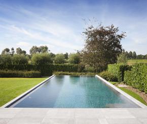 infinity pool, infini zwembad in Belgische blauwe hardsteen, My pool by Hugelier