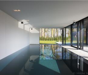 Overloop zwembad met infini bekleed met moza ek met parelmoereffect de mooiste zwembaden - Mozaiek blauwe bad ...