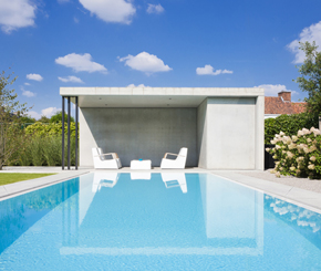 Betonnen poolhouse, moderne poolhouse