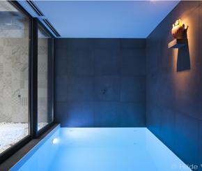 binnenzwembad op kelderverdieping in zeer beperkte ruimte