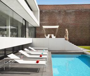 Zwembaden aanleggen maak uw keuze op de mooiste zwembaden for Kostprijs polyester zwembad